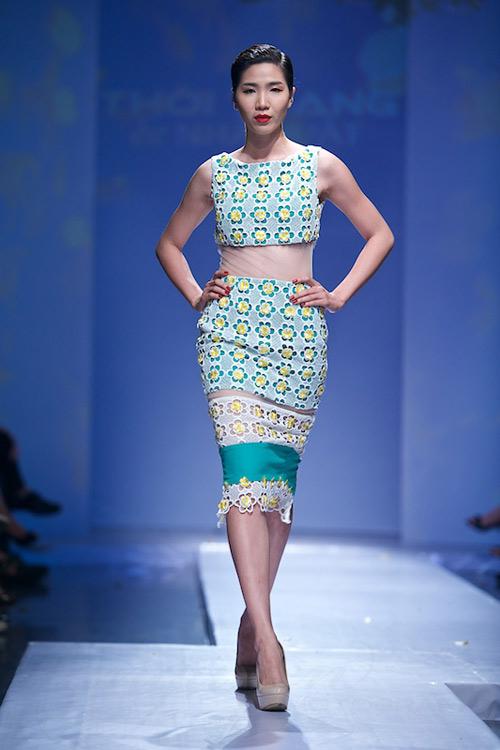 Trang Phạm thu hút với váy hở táo bạo - 6