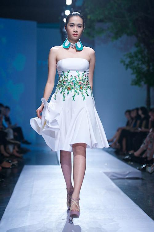 Trang Phạm thu hút với váy hở táo bạo - 10