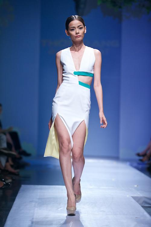 Trang Phạm thu hút với váy hở táo bạo - 11