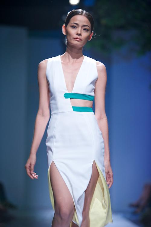 Trang Phạm thu hút với váy hở táo bạo - 12
