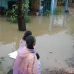 Tin tức trong ngày - Thủy điện xả lũ, hạ du ngập chìm trong nước