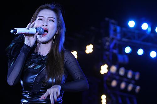 Phương Thanh chân trần quậy cùng rock fan - 5