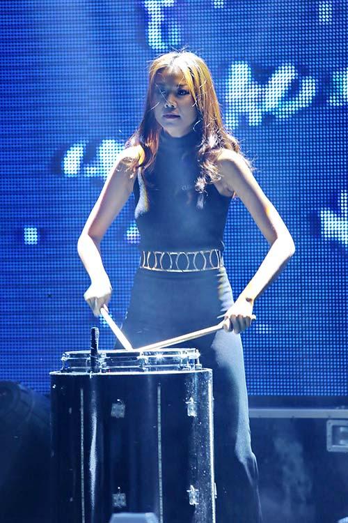 Phương Thanh chân trần quậy cùng rock fan - 6