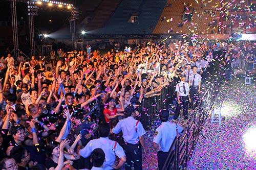 Phương Thanh chân trần quậy cùng rock fan - 11