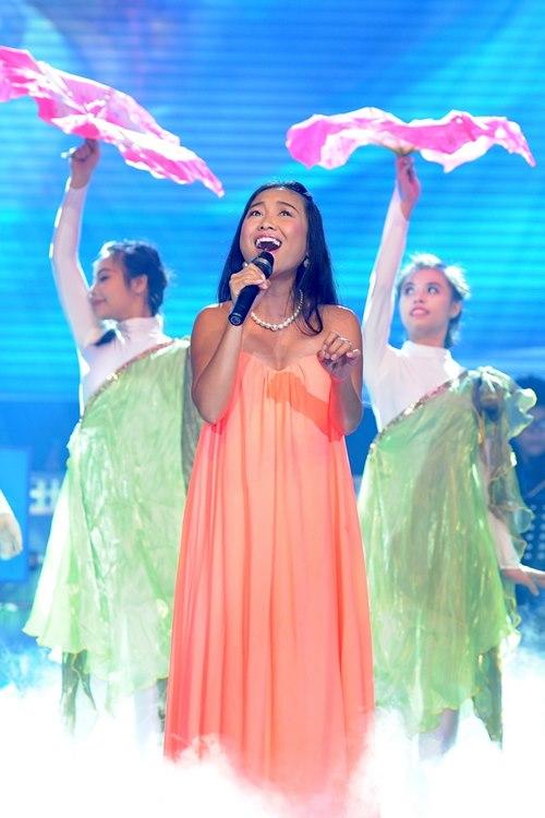 Trúc Nhân gây xúc động với hit của Wanbi Tuấn Anh - 4