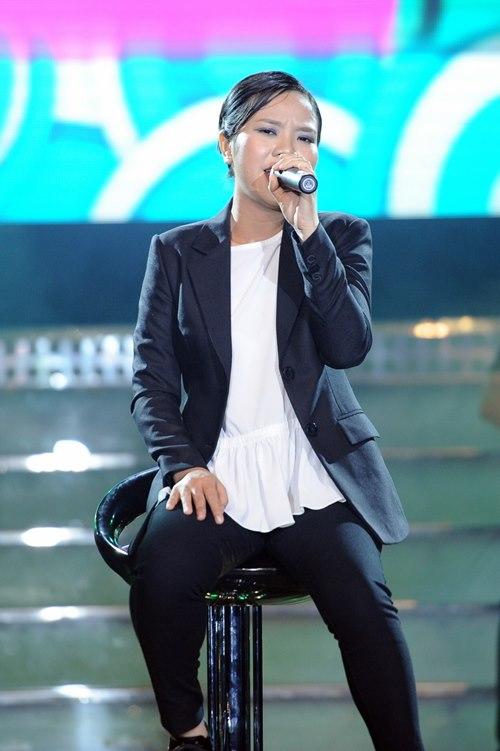 Trúc Nhân gây xúc động với hit của Wanbi Tuấn Anh - 9
