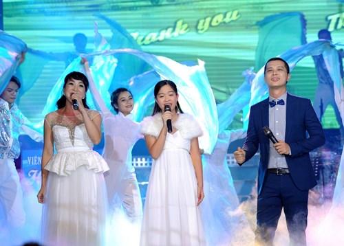 Trúc Nhân gây xúc động với hit của Wanbi Tuấn Anh - 11