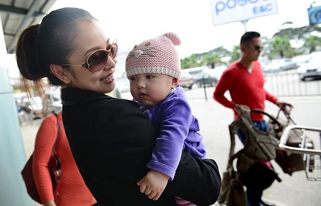 Jennifer Phạm khoe con gái ở Việt Nam - 14