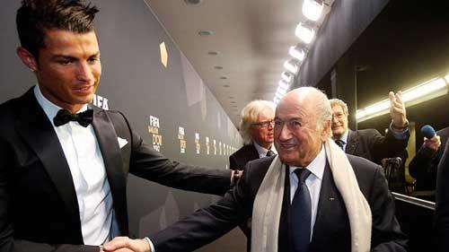 Giận Blatter, CR7 sẽ không đến Gala QBV - 1