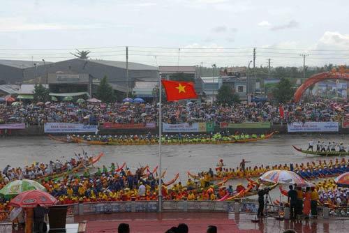 Đặc sắc Festival đua ghe ngo đồng bào Khmer - 1