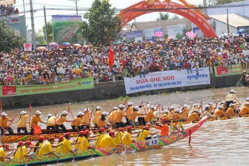 Đặc sắc Festival đua ghe ngo đồng bào Khmer - 10