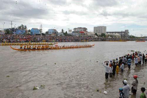 Đặc sắc Festival đua ghe ngo đồng bào Khmer - 11