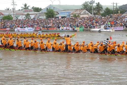 Đặc sắc Festival đua ghe ngo đồng bào Khmer - 4