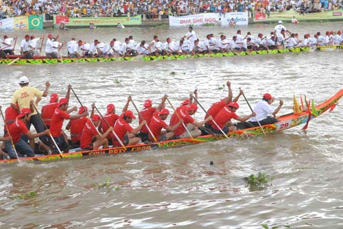 Đặc sắc Festival đua ghe ngo đồng bào Khmer - 6