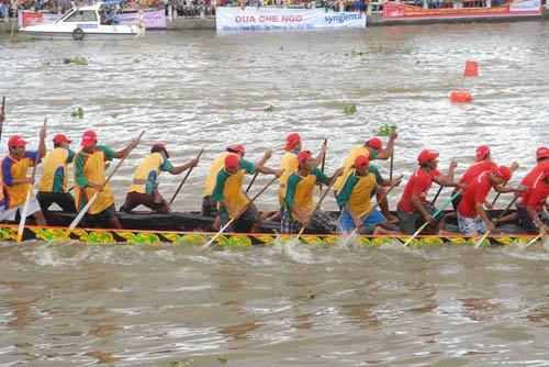 Đặc sắc Festival đua ghe ngo đồng bào Khmer - 7