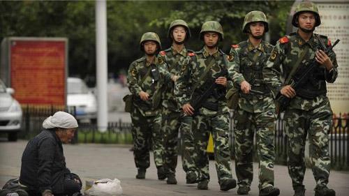 TQ: Bắn hạ 9 kẻ tấn công đồn cảnh sát Tân Cương - 1