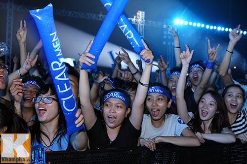 """""""Cơn bão"""" fan đổ bộ Đêm Rock Tâng Bóng 24h - 11"""