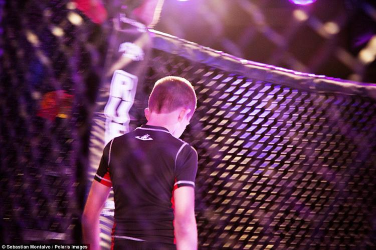 Theo ước tính, hiện tại có khoảng 3 triệu trẻ em Mỹ từ 5 tuổi trở & nbsp;lên đang theo học MMA.