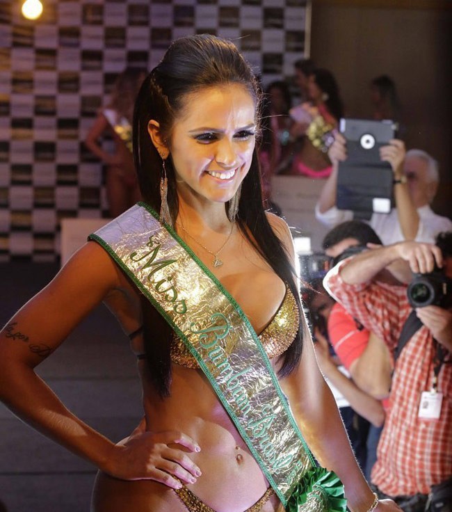 Brazil là đất nước thường tổ chức cuộc thi sắc đẹp kỳ lạ mang tên cuộc thi siêu vòng ba.