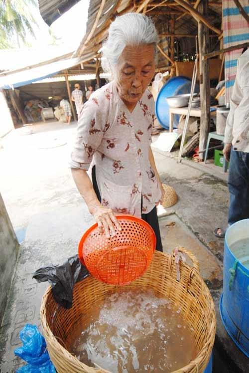 Cận cảnh quy trình làm tôm khô đặc sản miền Tây - 2