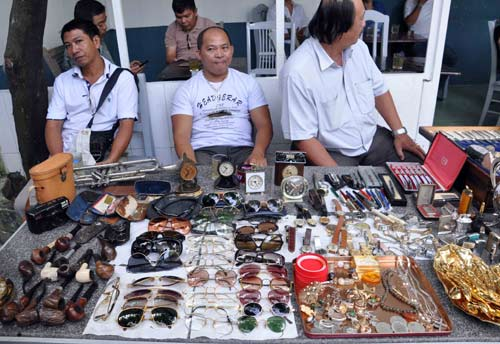 Chợ ve chai ngàn đô giữa Sài Gòn - 1