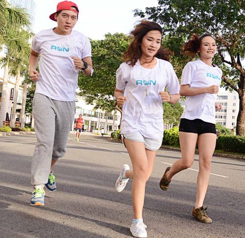 Hà Tăng háo hức chạy bộ cùng em chồng - 17