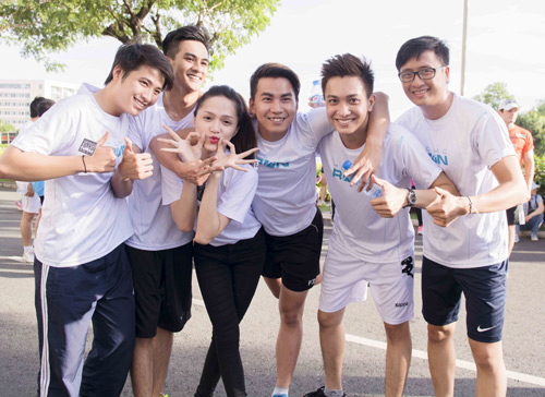 Hà Tăng háo hức chạy bộ cùng em chồng - 12