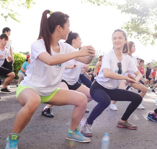 Hà Tăng háo hức chạy bộ cùng em chồng - 14