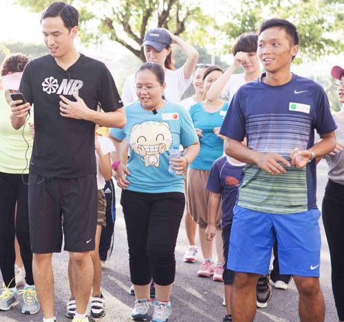 Hà Tăng háo hức chạy bộ cùng em chồng - 11