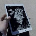 """"""" Tra tấn """"  iPad Air bằng súng trường"""