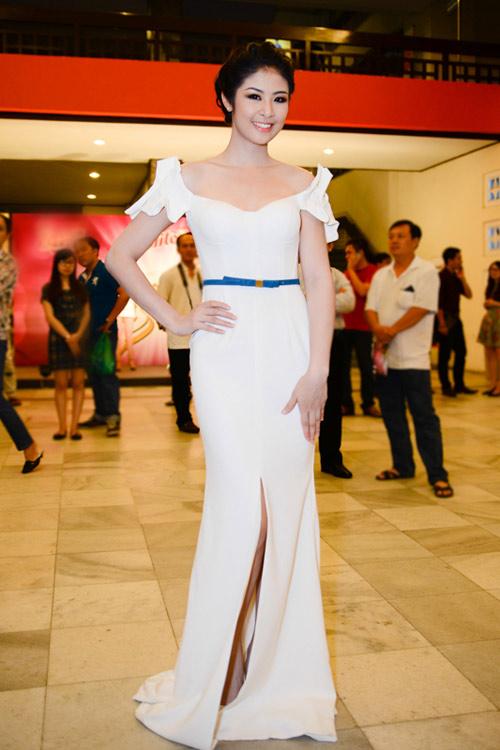 Ngọc Hân duyên dáng với váy trễ vai - 4