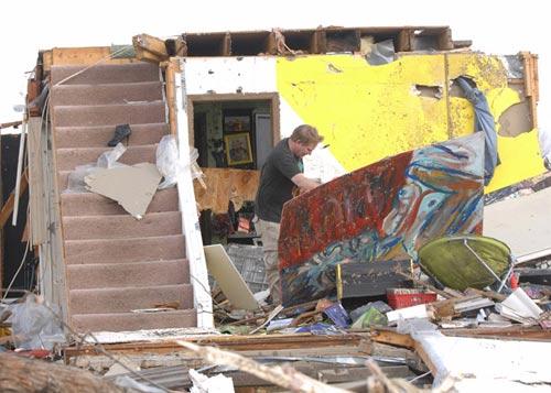 Chùm ảnh: Lốc xoáy tàn phá miền Trung nước Mỹ - 3