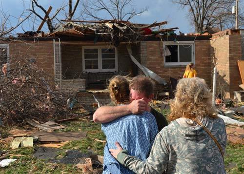 Chùm ảnh: Lốc xoáy tàn phá miền Trung nước Mỹ - 4