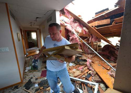 Chùm ảnh: Lốc xoáy tàn phá miền Trung nước Mỹ - 6
