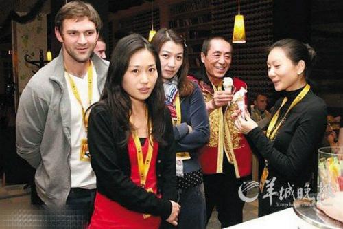Hot: Lộ ảnh Trương Nghệ Mưu và vợ tin đồn - 3