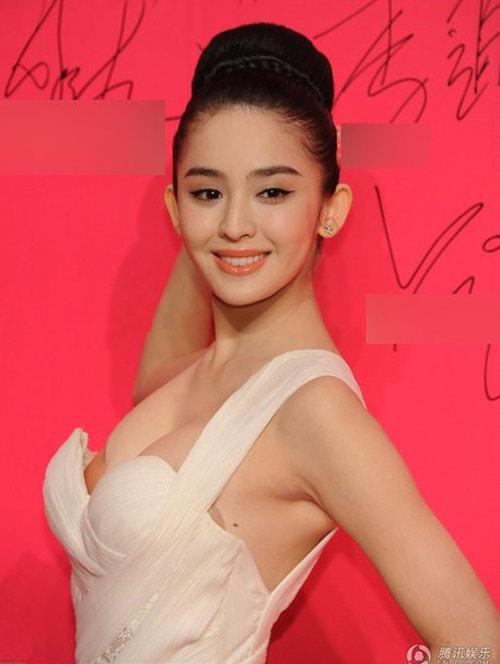Lưu Vũ Hân vô tư khoe ngực... lệch - 5