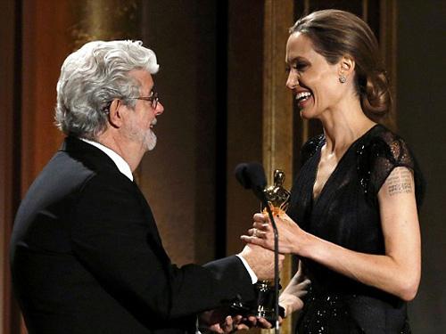 Angelina Jolie nhận giải Oscar nhân đạo - 3