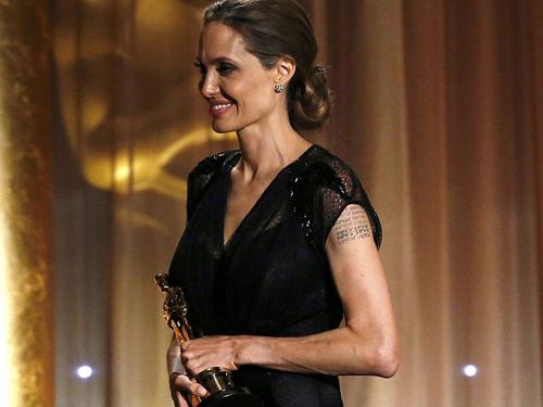 Angelina Jolie nhận giải Oscar nhân đạo - 6