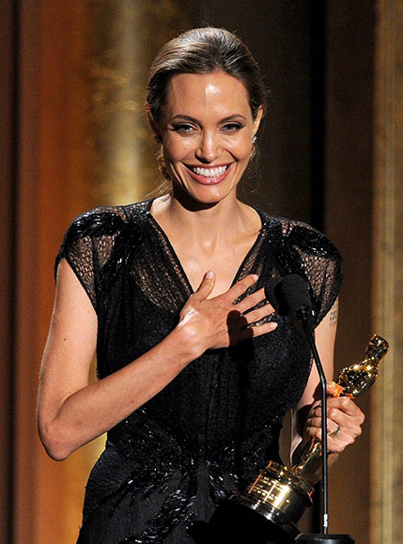 Angelina Jolie nhận giải Oscar nhân đạo - 7