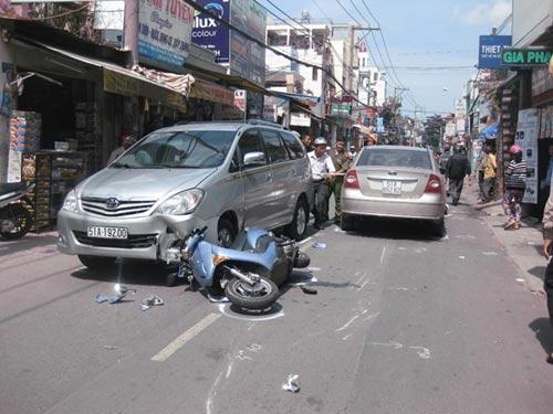 Tai nạn liên hoàn, bé 2 tuổi chấn thương nặng - 1