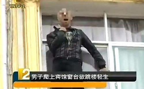 TQ: Đám đông khuyến khích người nhảy lầu tự tử - 1