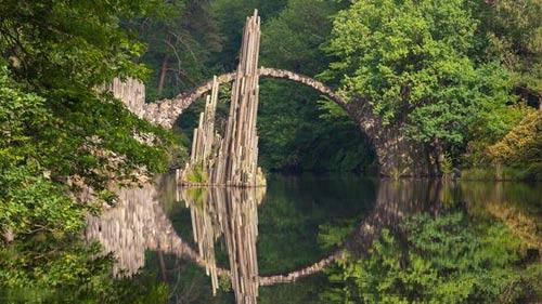 Những cây cầu đẹp lạ trên thế giới - 1