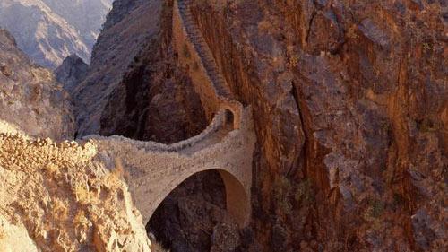 Những cây cầu đẹp lạ trên thế giới - 6
