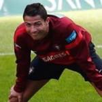 Bóng đá - Ronaldo tươi cười trên sân tập
