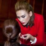 Làm đẹp - Hoàng Yến trổ tài make-up cho bạn diễn