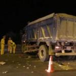 Tin tức trong ngày - Tông vào giữa xe tải, 2 thanh niên thương vong