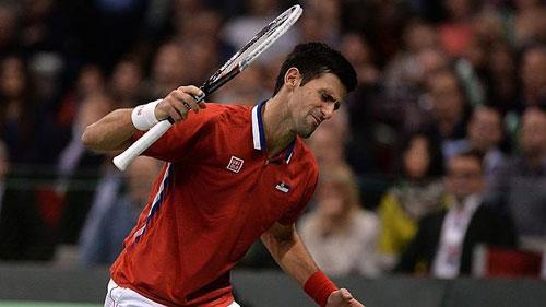 Djokovic tìm hưng phấn nhờ... đập vợt - 1