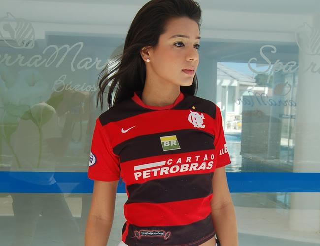 Cái tên Tati Neves đang rất nổi trong những ngày qua sau khi cô nàng tung ra đoạn video ở cùng với Justin Bieber.