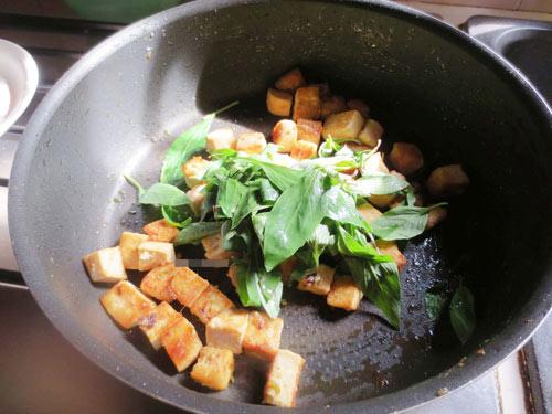 Ngon cơm với đậu phụ chiên húng quế - 4
