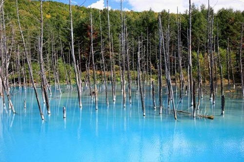 Hồ nước ma thuật đổi màu theo thời tiết - 1
